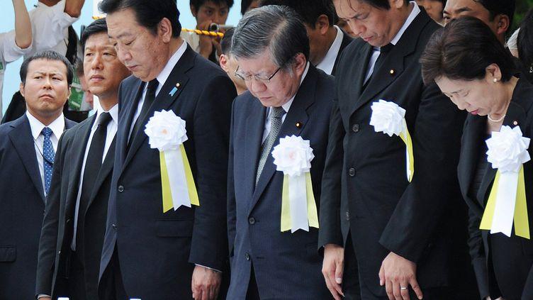 Le Premier ministre japonais Yoshihiko Noda (3e à gauche) observe une minute de silence, le 9 août 2012 à Nagasaki (Japon),à l'occasion du 67ème anniversaire de la destruction de la cité par une bombe atomique américaine. (JIJI PRESS / AFP)