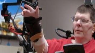 C'est une prouesse médicale, un homme tétraplégique depuis un accident de vélo vient de retrouver l'usage de son bras droit et de sa main grâce à une neuroprothèse. (FRANCE 3)