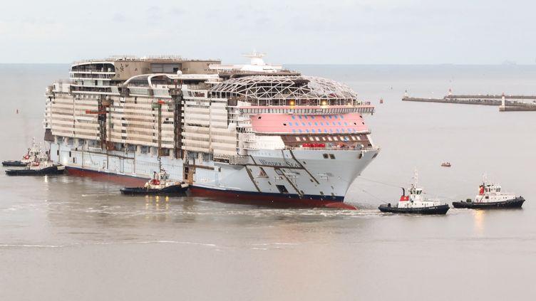 Le Wonder of the seas en pleine construction à Saint-Nazaire, au moment de son transfert vers le bassin C le 5 septembre 2020. (ANTHONY LINGER / HANS LUCAS)