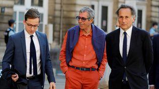 L'ancien maire de Levallois-Perret, Patrick Balkany (au centre), le 27 mai 2020 à Paris. (THOMAS SAMSON / AFP)
