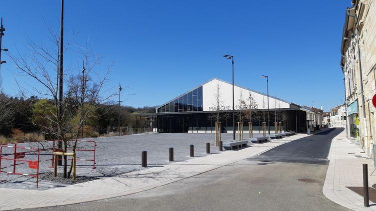 Le marché couvert de Bar-le-Duc était le seul ouvert du département de la Meuse, mardi 24 mars 2020. (BENJAMIN THUAU / RADIO FRANCE)
