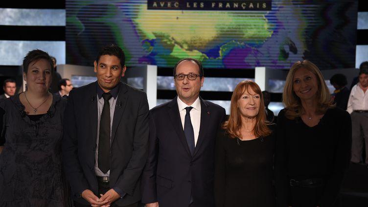 Hassen Hammou (au centre) sur le plateau d'une émission politique de TF1, le 6 novembre 2014, à Aubervilliers (Seine-Saint-Denis). (MARTIN BUREAU / AFP)