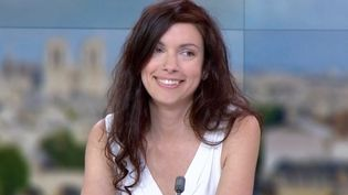 "La dessinatrice Emma au ""13 heures"" de France2, mercredi 24 mai. (FRANCE 2)"