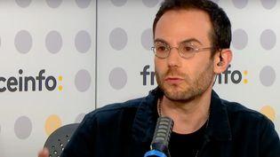 Tous les soirs, Clément Viktorovitch décrypte les discours politiques et analyse les mots qui font l'actualité. (FRANCEINFO / RADIOFRANCE)