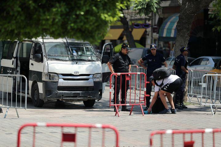 Contrôle de police à Tunis le 3 juillet 2019 (REUTERS - RAMMAR AWAD / X90085)