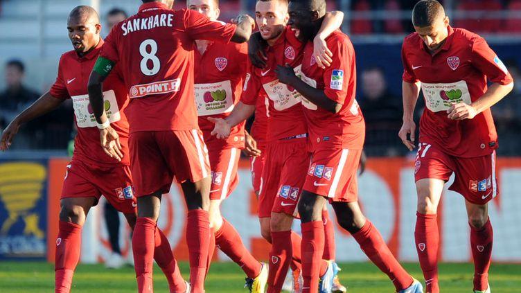 La joie des joueurs dijonnais après leur victoire face au PSG en 8e de finale de la Coupe de la Ligue, le 26 octobre 2011. (Philippe Merle / AFP)