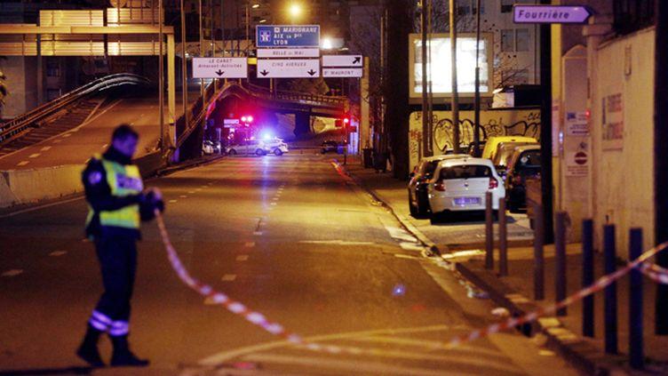 (La fusillade a éclaté vers trois heures dans la nuit ce jeudi sous la passerelle de Plombières à Marseille © MaxPPP)