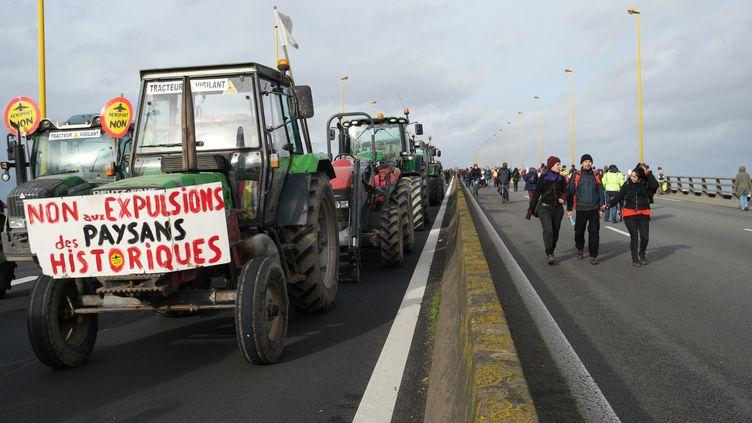 Des tracteurs bloquent le périphérique de Nantes(Loire-Atlantique), le9janvier 2016. (ANTOINE RICHARD / CITIZENSIDE / AFP)