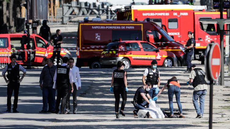 L'assaillant des Champs-Élysées a délibérément foncé sur un fourgon de gendarmerie avec sa voiture, lundi 19 juin. (THOMAS SAMSON / AFP)