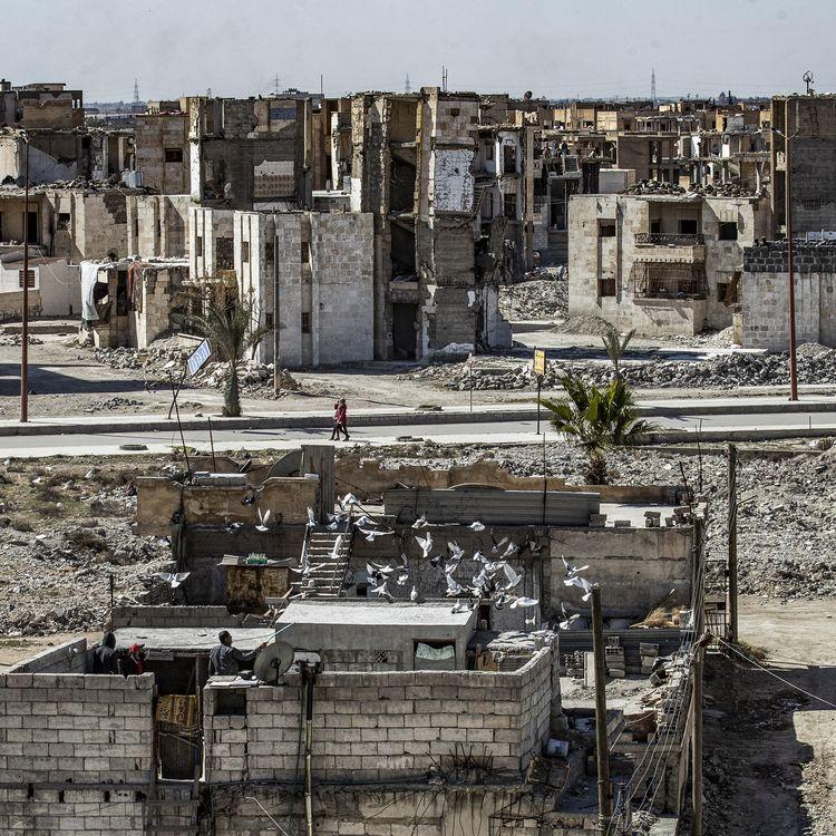 La ville de Raqqa (Syrie), le 13 mars 2021. (DELIL SOULEIMAN / AFP)