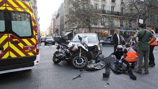 Un accident à Paris, le 1er octobre 2014. (CITIZENSIDE/YANN KORBI / AFP)