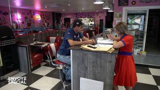 Envoyé spécial. Quand ce restaurant de burgers va rouvrir, il ne pourra pas garder tous ses salariés (ENVOYÉ SPÉCIAL  / FRANCE 2)