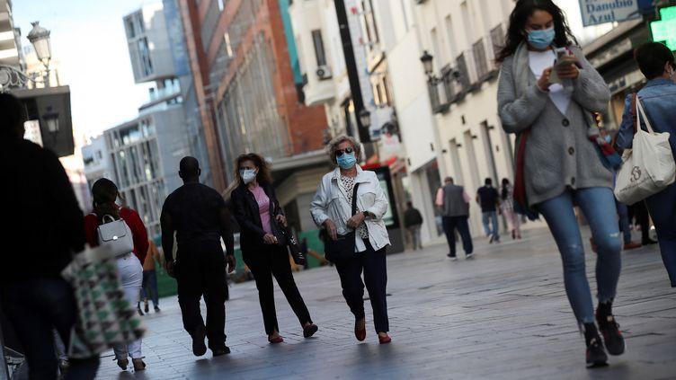 Une rue de Madrid au temps du coronavirus, le 1er octobre 2020. (DAVID FERNANDEZ / EFE)