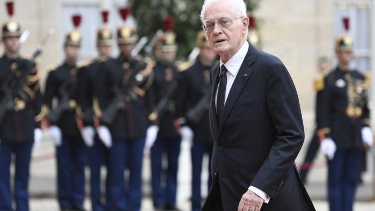 Lionel Jospin dans la cour de l'Élysée en mai 2014 à l'occasion de l'investiture d'Emmanuel Macron. (STEPHANE DE SAKUTIN / AFP)