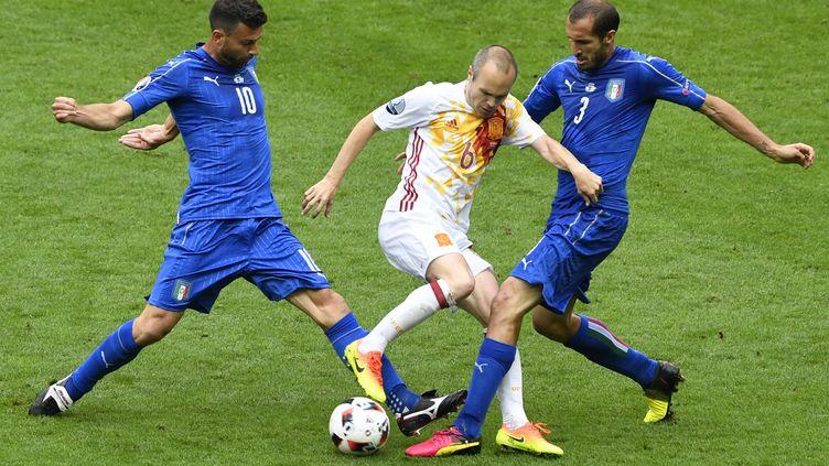 L'Espagne face àl'Italie lors de l'Euro 2016, le 27 juin au stade de France (MIGUEL MEDINA / AFP)