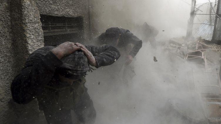Des combattants de l'armée syrienne libre dans le quartier AinTarma de Damas, le 30 janvier 2013. (GORAN TOMASEVIC / REUTERS)