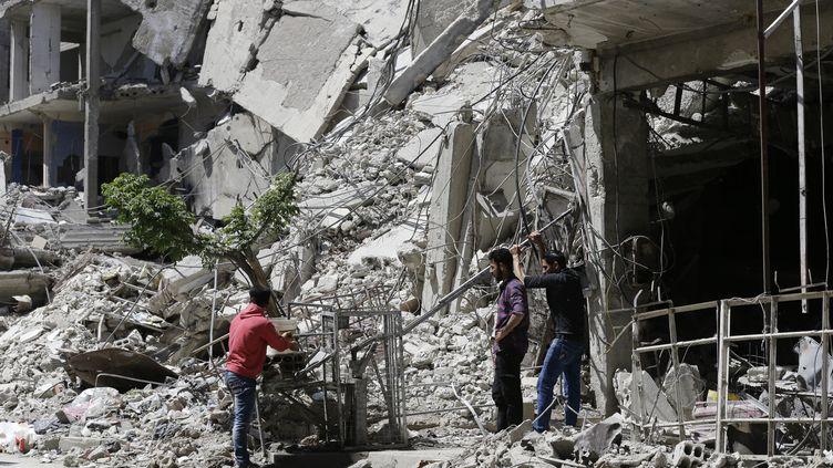 Les rues de Douma (Syrie), le 16 avril 2018. (LOUAI BESHARA / AFP)