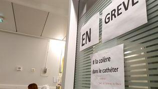 Couloir des urgences du Centre Hospitalier de Valence, le 4 juillet 2019, dont le personnel soignant est en grève depuis le 27 mars 2019. (NICOLAS GUYONNET / HANS LUCAS)