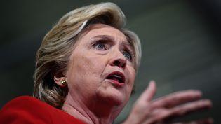 La candidate démocrate Hillary Clinton, lors d'un meeting pendant la camapgne présidentielle américaine, à Kent (Ohio), le 31 octobre 2016. (JEWEL SAMAD / AFP)