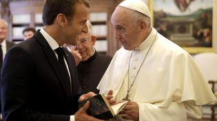 Le président de la République Emmanuel Macron a rencontré le pape François au Vatican, mardi 26 juin. (ALESSANDRA TARANTINO / POOL / MAXPPP)