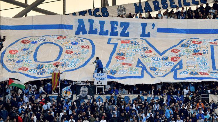 Les supporters de l'Olympique de Marseille brandissent une banderole avant le match de Ligue 1 entre l'OM et Nantes au Vélodrome de Marseille, le 22 février 2020.