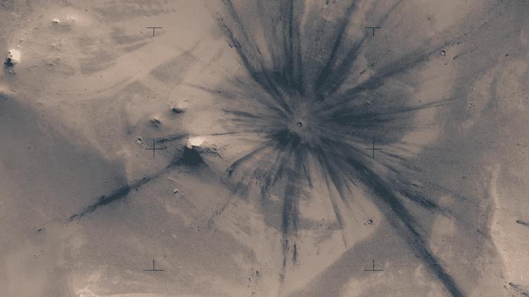 La vidéo du cinéaste finlandais Jan Fröjdman, réalisée grâce au sattelite Mars Reconnaissance Orbiter, publiée le 6 mars 2017. (Jan Fröjdman / Capture d'écran VIMEO)