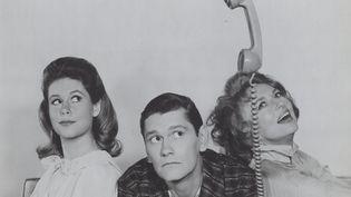 """Les principaux acteurs de """"Ma saucière bien aimée"""". Elisabeth Montgomery (Samantha), Dick York (Jean-Pierre) et Agnes Moorehead (belle-mère/ Endora). (SMP / MAXPPP)"""