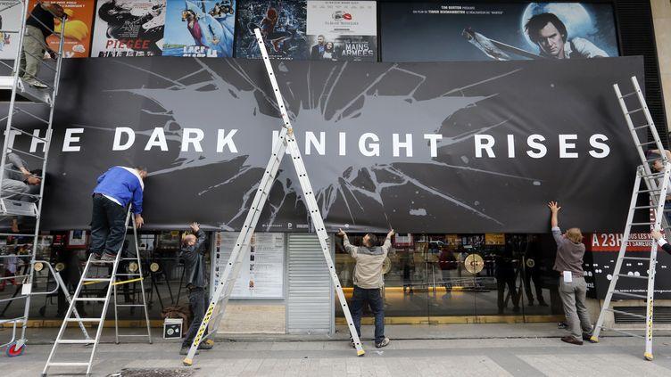 L'avant-première du dernier volet de la trilogie Batman, qui devait avoir lieu vendredi 20 juillet sur les Champs-Elysées, a été annulée après la fusillade d'Aurora, qui a fait 12 morts la veille. (FRANCOIS GUILLOT / AFP)