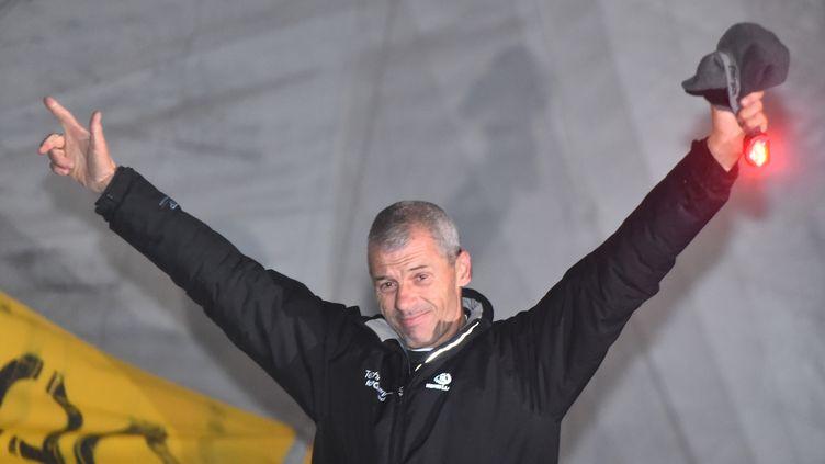 Le skipper Sébastien Destremau a franchi la ligne d'arrivée du Vendée Globe, samedi 11 marsà 1h40, au large des Sables d'Olonne (Vendée). (JEAN-FRANCOIS MONIER / AFP)