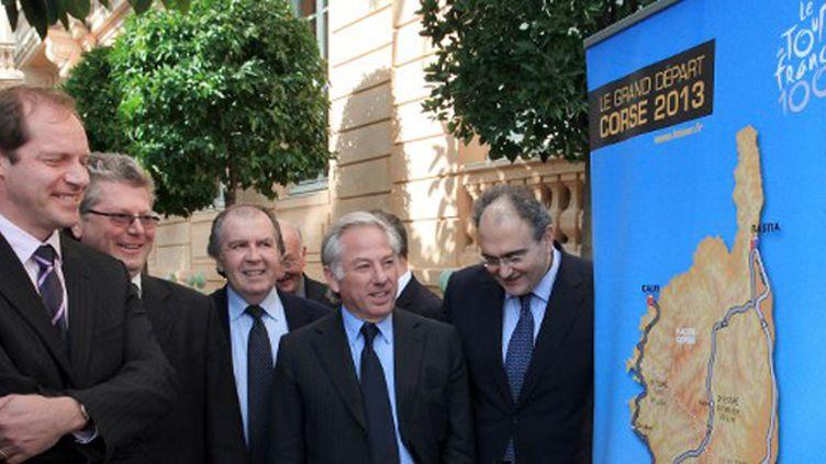 Christian Prudhomme, le directeur du Tour de France, et les élus locaux de Porto Vecchio