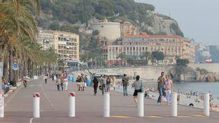 Des plots de sécurisation sur la Promenade des Anglais à Nice. (MAXPPP)