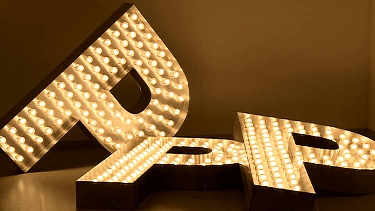 Exposition Pascal Pinaud à la Fondation Maeght et à l'Espace de l'Art Concret -En 1995, il crée le logo PPP, alias Pascal Pinaud Peintre  (France 3 / Culturebox)