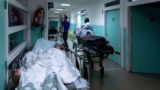 Un couloir du service des urgences de l'hôpital Delafontaine à Saint-Denis (Seine-Saint-Denis), le 17 juillet 2020. (JOEL SAGET / AFP)