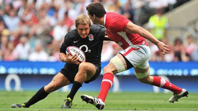 Jonny Wilkinson face à la défense galloise