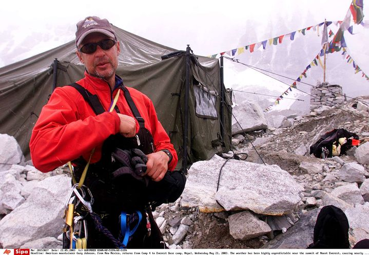 Gary Johnson, le 21 mai 2003, sur son camp de base lors de son ascension de l'Everest (Népal). (GURINDER OSAN / AP / SIPA)