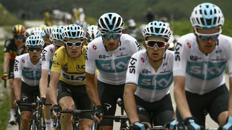 LebrianniqueGeraint Thomas, vêtu du maillot jaune, lors de la dernière étape du Critérium du Dauphiné, le 10 juin 2018, en Savoie. (PHILIPPE LOPEZ / AFP)
