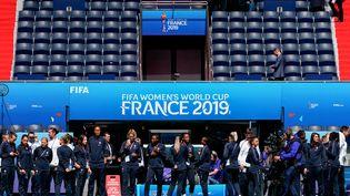 Les joueuses de l'équipe de France de football lors d'un entraînement au Parc des Princes (Paris) avant le match d'ouverture de la Coupe du monde 2019. (LIONEL BONAVENTURE / AFP)