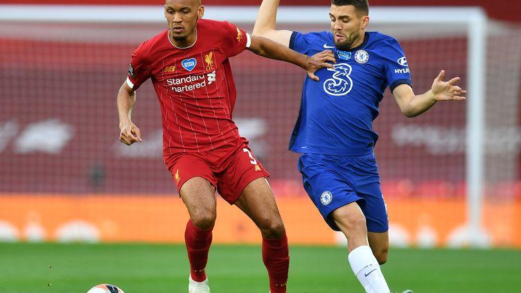 Le joueur de Chelsea Mateo Kovacic met la pression sur Fabinho (Liverpool) (PAUL ELLIS / POOL)