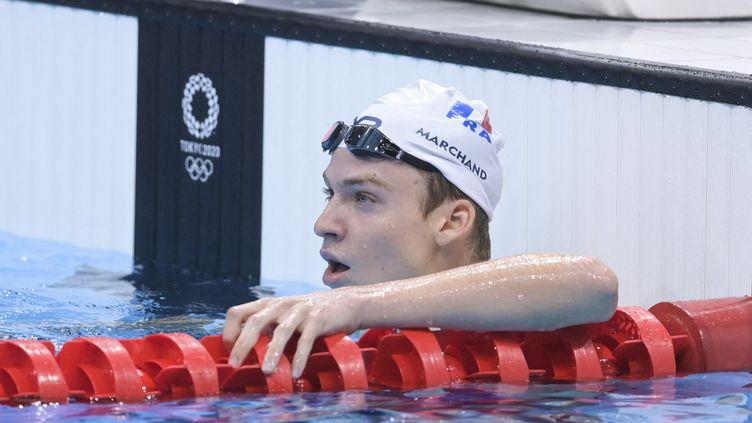 Léon Marchand durant les séries du 400 m quatre nages, samedi 24 juillet. (KEMPINAIRE STEPHANE / KMSP / AFP)