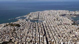 Une vue aérienne sur le port du Pirée, à Athènes, le 13 juillet 2004. (FAYEZ NURELDINE / AFP)