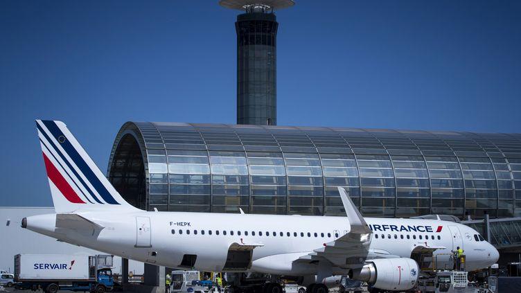 Un avion Air France sur le tarmac de l'aéroport Roissy–Charles de Gaulle, le 6 août 2018. (JOEL SAGET / AFP)