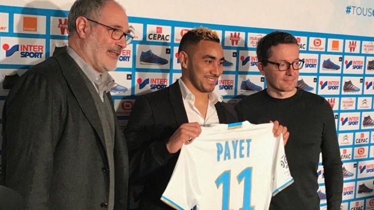 Dimitri Payet lors de la conférence de presse de présentation avec son nouveau maillot de l'OM