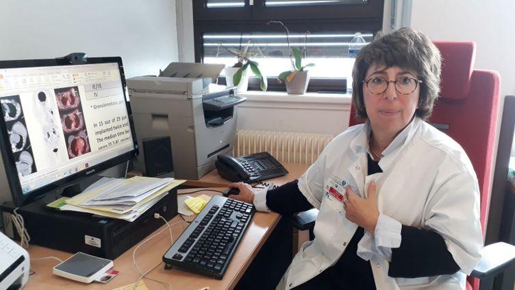 La professeure Corinne Haioun, responsable de l'unité hémopathies lymphoïdes à l'hôpital Henri-Mondor de Créteil. (ÉLODIE GUÉGUEN / RADIO FRANCE)
