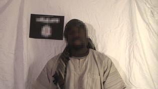 Capture d'écran d'une vidéo publiée sur internet le 11 janvier 2015, dans laquelle Amedy Coulibaly revendique l'attaque qui a coûté la vie à une policière à Montrouge (Hauts-de-Seine). (DR)