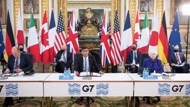 Le chancelier de l'échiquier britannique, Rishi Sunak, et la secrétaire au Trésor américaine, Janet Yellen, assistent à la réunion des ministres des Finances du G7 à Lancaster House, à Londres, le 4 juin 2021. (STEFAN ROUSSEAU / POOL)