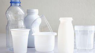 Le bisphénol B est utilisé dans la fabrication de produits d'utilisation courante en plastique (Photo d'illustration). (B. BOISSONNET / BSIP / AFP)