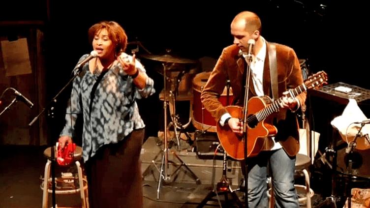 """""""Akya"""" en concert sur la scène du Sémaphore à Cébazat en janvier 2015  (France 3 / Culturebox)"""