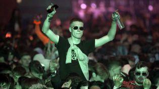Un homme danse dans une discothèque, le 30 avril 2021, à Liverpool (Royaume-Uni). (RICHARD MCCARTHY / AP)