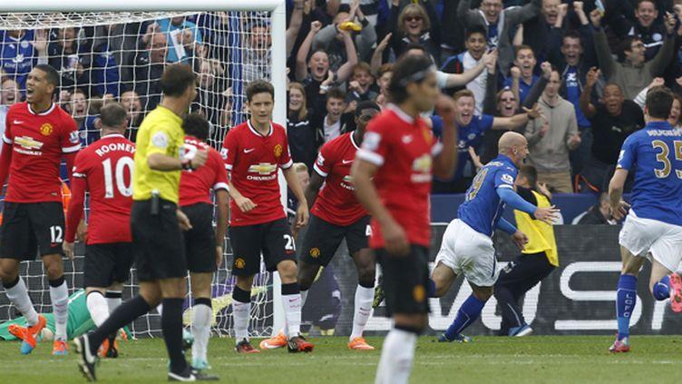 Cambiasso et Leicester exultent, Manchester United baisse la tête (IAN KINGTON / AFP)