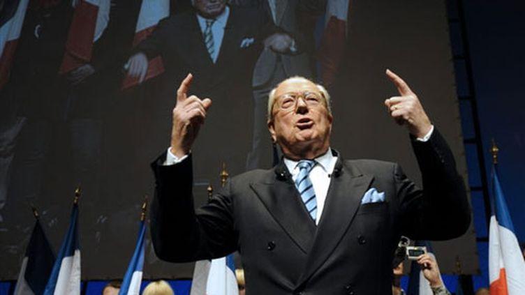 Jean-Marie Le Pen en campagne lors des régionales de 2010 (AFP)